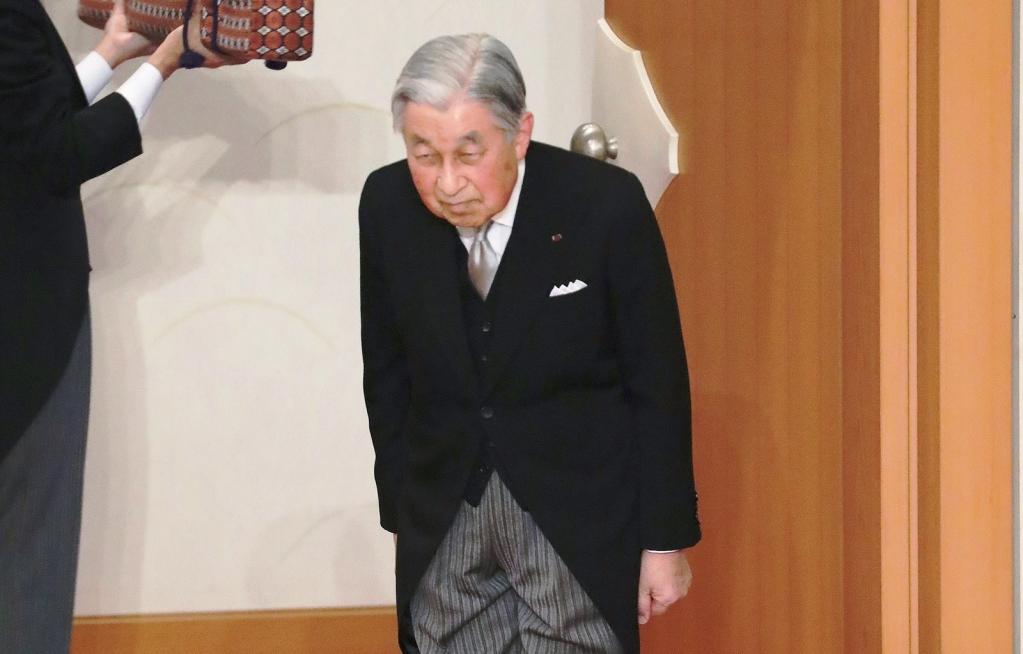 Giro Marília -Imperador japonês abdica com mensagem de 'respeito ao povo'