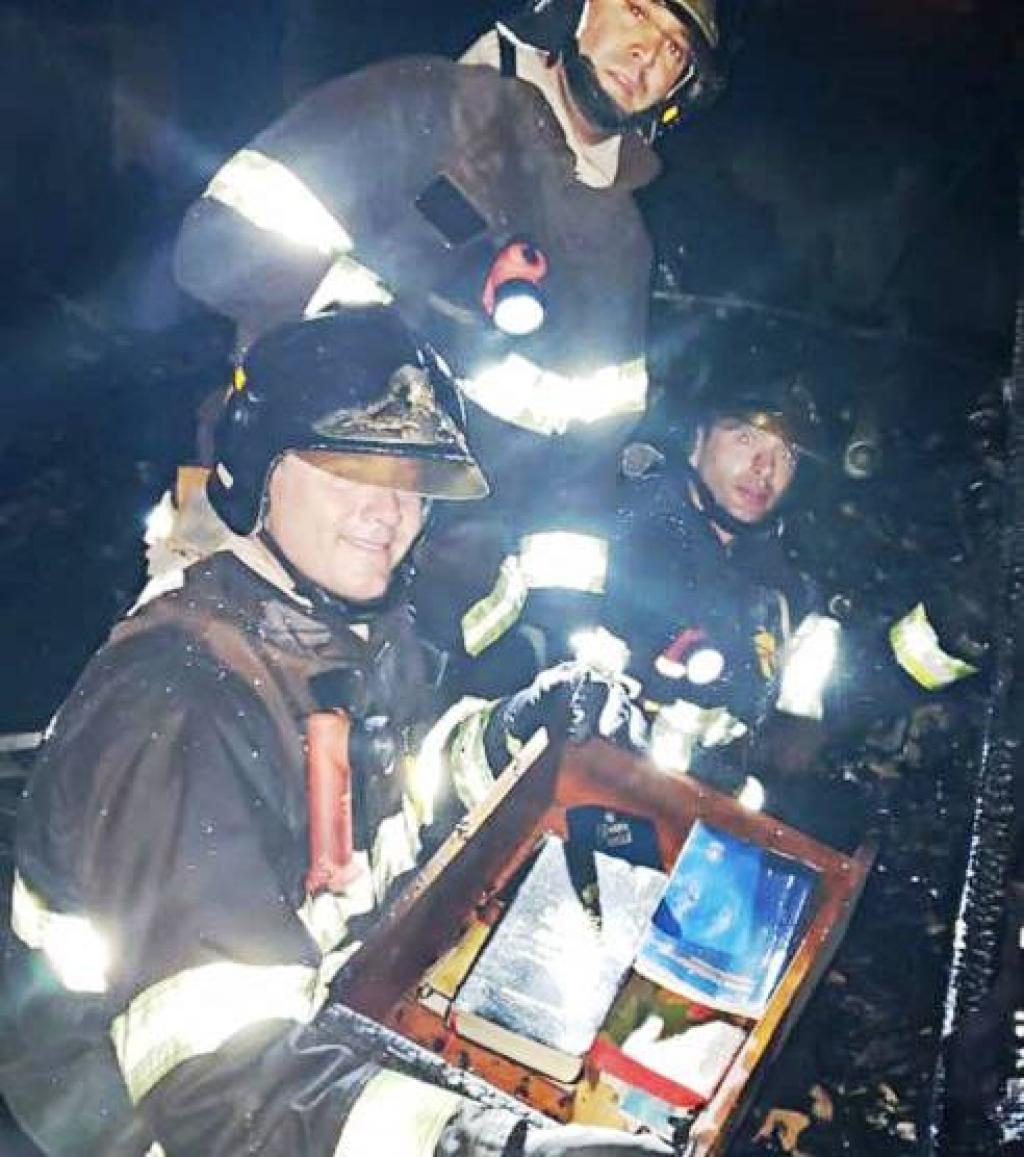 Giro Marília -Fogo destrói casa na zona norte; bombeiros divulgam bíblias e documentos intactos