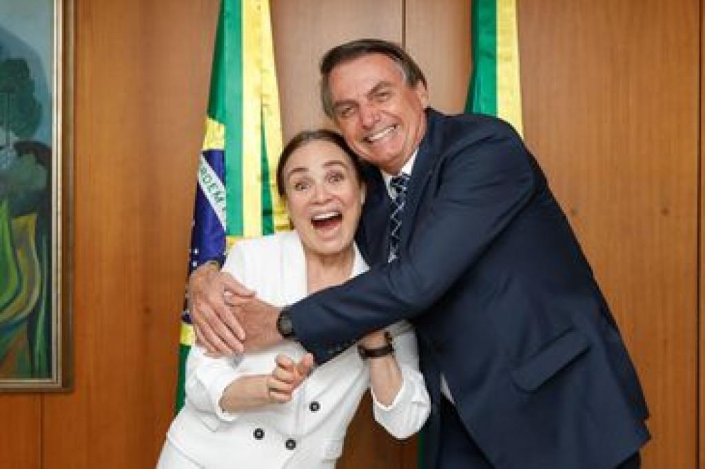 Giro Marília -Jair Bolsonaro viaja e deve nomear Regina Duarte na volta ao Brasil