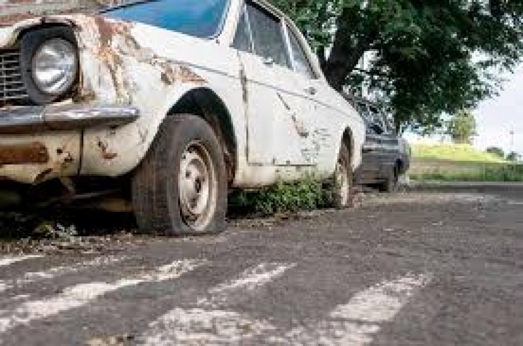 Giro Marília -Emdurb notifica mais nove carros abandonados; lista tem ônibus e caminhão