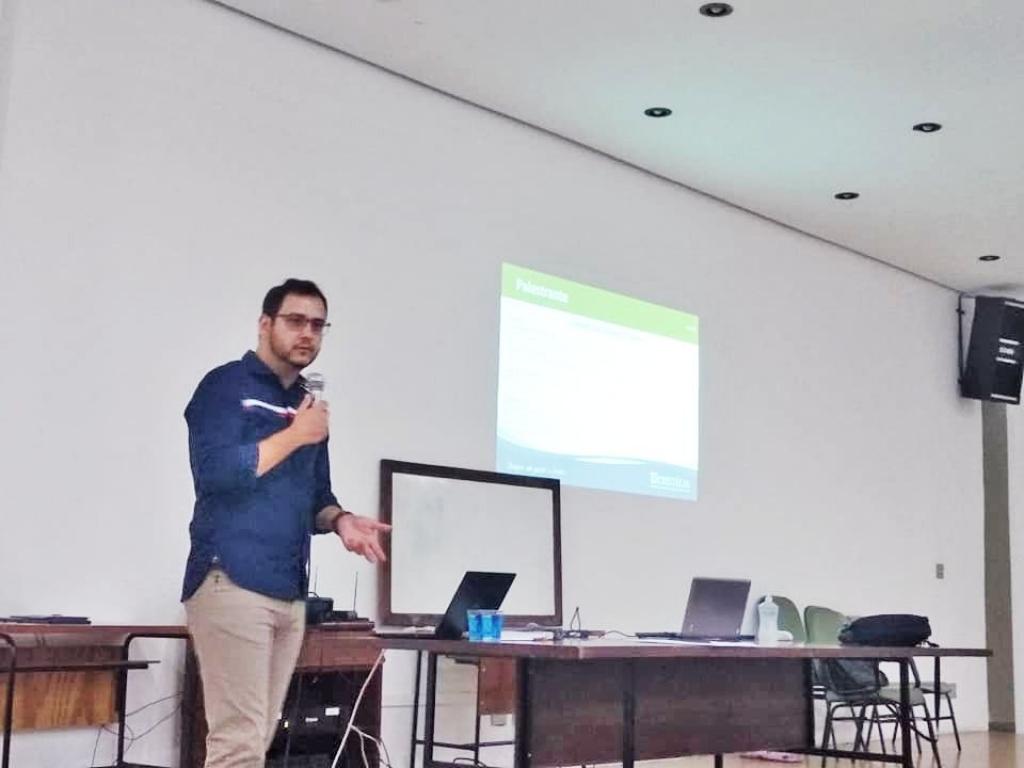 Giro Marília -Ex-aluno de Farmácia na Unimar dá dicas de carreira aos acadêmicos