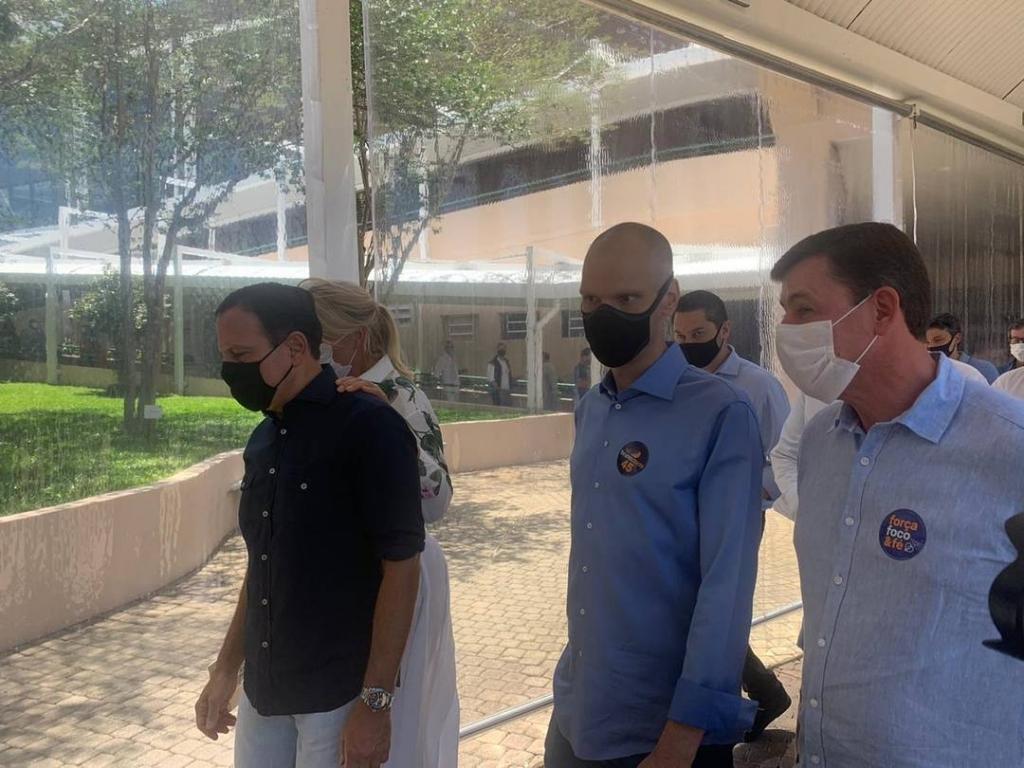 Giro Marília -Covas vota com Doria em SP; Bauru tem eleição tranquila; veja mais do 2º turno