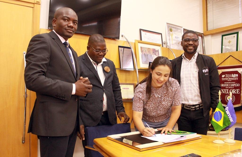 Giro Marília -Unimar e Escola de Angola firmam parceria de cooperação educacional
