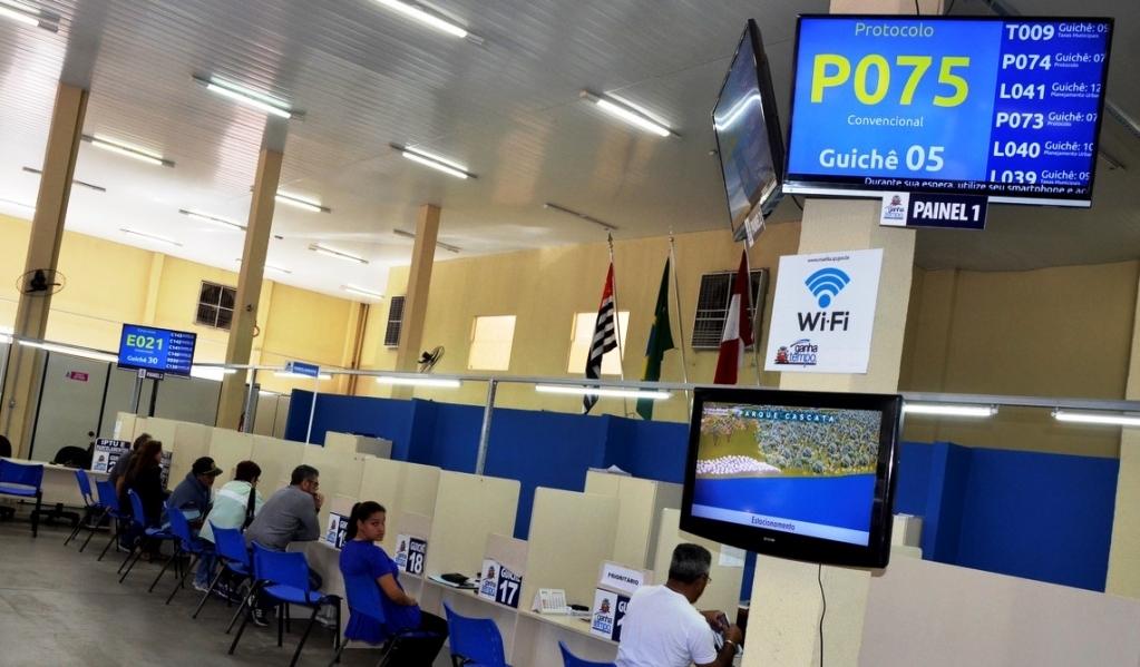 Giro Marília -Feriado muda horários de serviços e comércio em Marília nesta quinta
