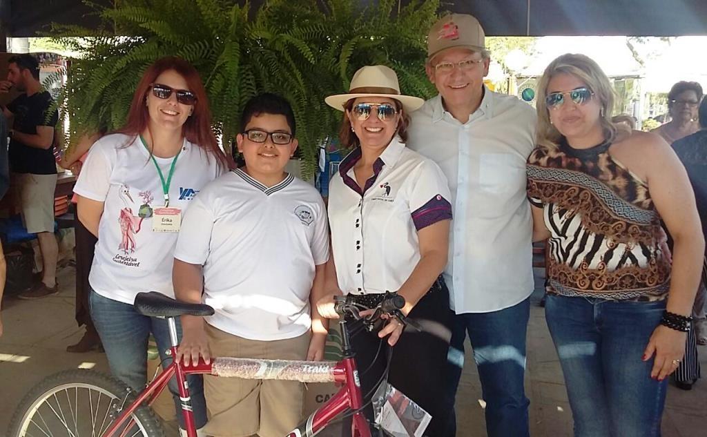 Giro Marília -Aluno ganha bicicleta em campanha ambiental com escolas de Garça