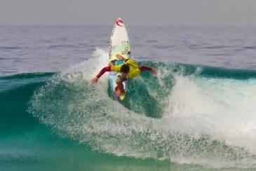 Giro Marília -Medina é o primeiro brasileiro a vencer Mundial de Surf
