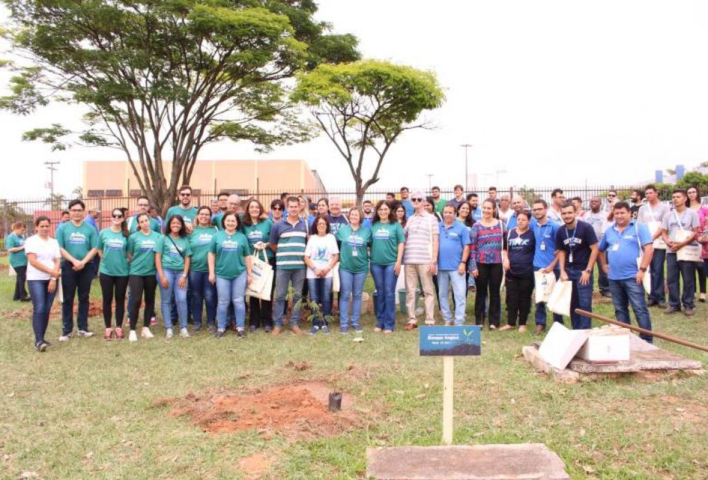 Giro Marília -Unimar cria bosque com 70 árvores após encontro de pesquisa em Marília