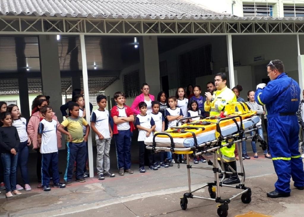 Giro Marília -Entrevias faz ação em escolas para discutir segurança no trânsito