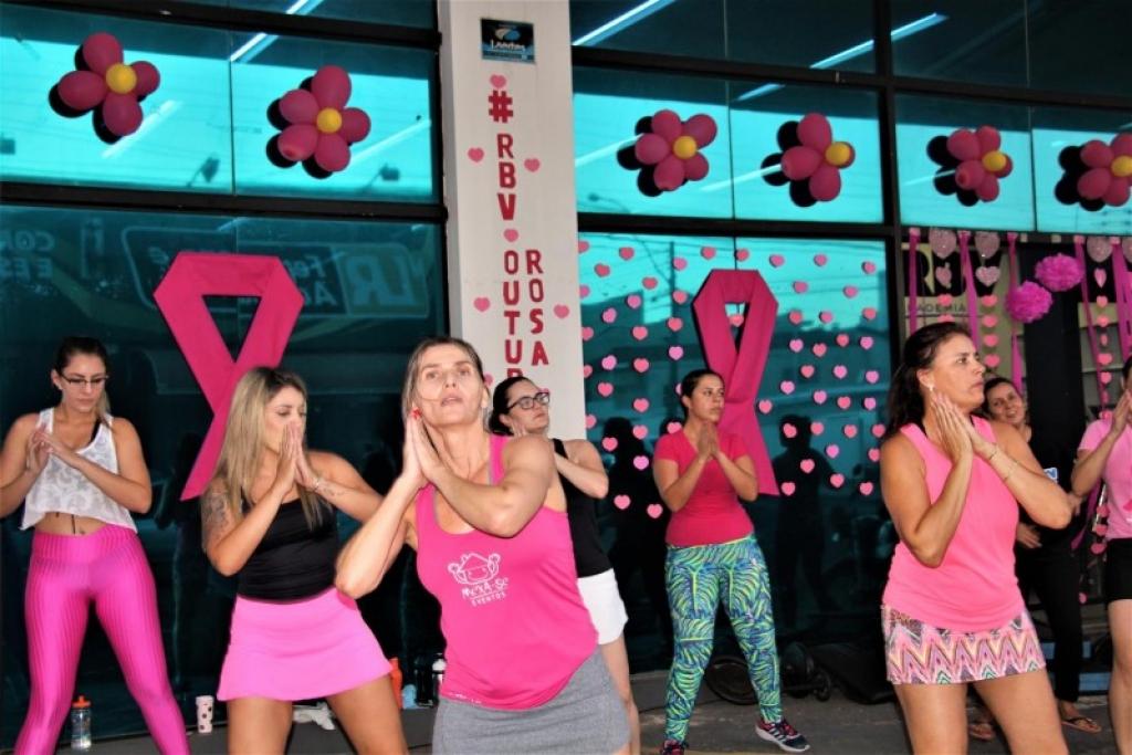 Giro Marília -RBV Academia encerra Outubro Rosa com mega-aula ao ar livre
