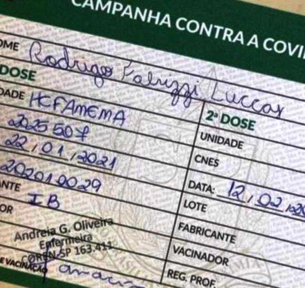 Giro Marília -Brincadeira - Empresário posta carteira de vacinação fora da fila no HC; MP apura