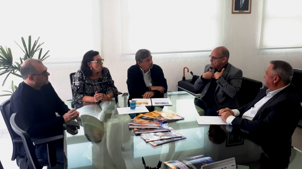 Giro Marília -Escolas vão discutir inadimplência, salários, coronavírus e mais em Marília