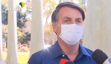 Bolsonaro diz que testou positivo para Covid e que passa bem ...
