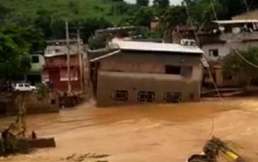 Giro Marília -Casa de dois andares cai durante chuvas em Minas Gerais; veja vídeo