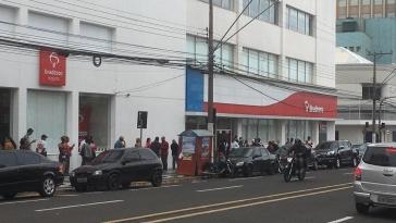 Giro Marília -Marília tem filas em dia de pagamento, auxílio emergencial sai até dia 14