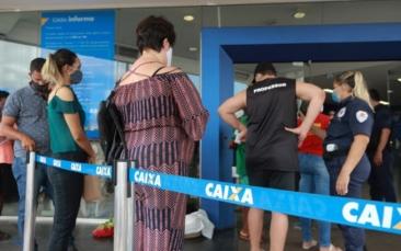 Giro Marília -Confusão sobre o calendário do auxílio emergencial gera filas na Caixa; entenda