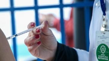 Giro Marília -Covid-19: Com 60% da população com 1ª dose da vacina, mortes e casos caem 40%