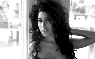 Giro Marília -Amy Winehouse: exposição mostra fotos raras da saudosa cantora