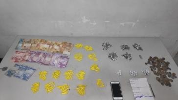 Giro Marília -PM flagra estudante e adolescente com 200 porções de drogas em Marília