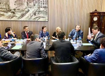 Giro Marília -Vinícius é líder do PSB; gabinete mantém comissionados de Camarinha