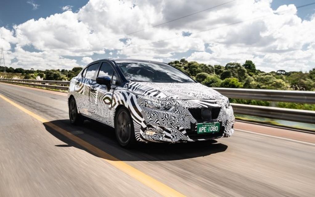 Giro Marília -Nissan mostra foto do novo Versa camuflado em testes