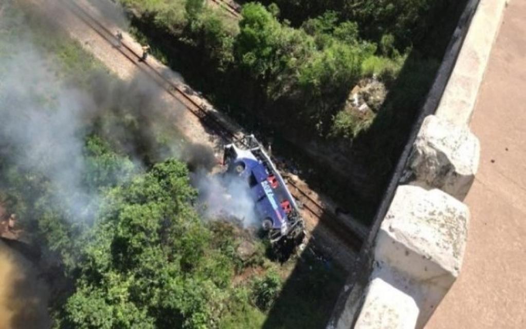 Giro Marília -Sobe para 18 o número de mortos após ônibus cair de viaduto em Minas Gerais
