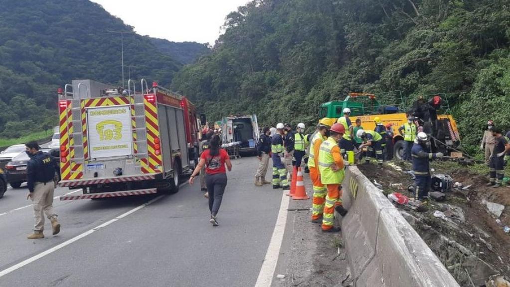 Giro Marília -Acidente de ônibus no Paraná deixa 19 mortos e mais de 30 feridos
