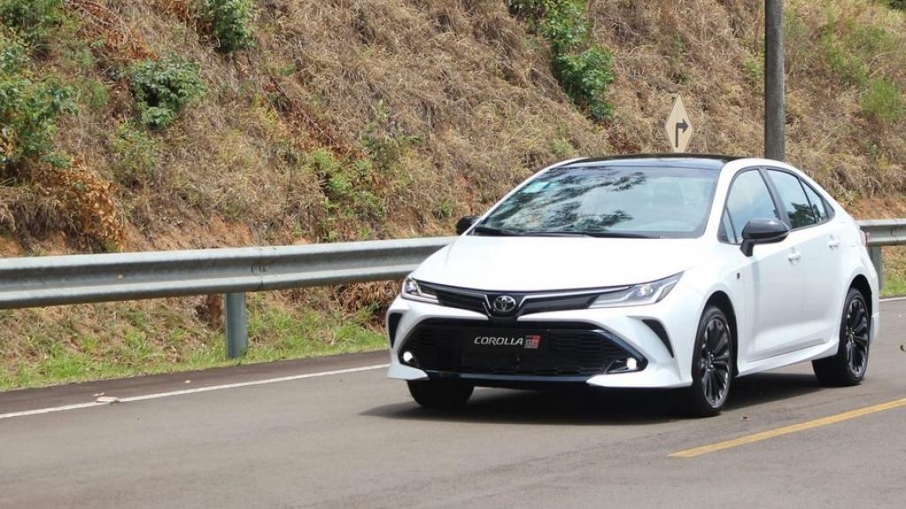 Giro Marília -Toyota Corolla divulga preço da versão esportiva GR-S da linha 2022