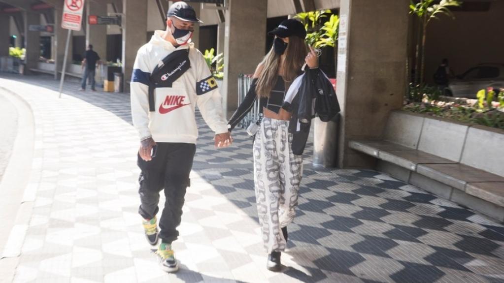 Giro Marília -Tília Fialho e Mc Kawe são flagrados em clima de romance em aeroporto
