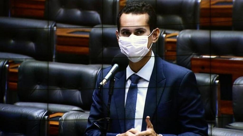 Giro Marília -Deputado usa Orçamento Paralelo e entrega tratores em cidade governada pela mãe
