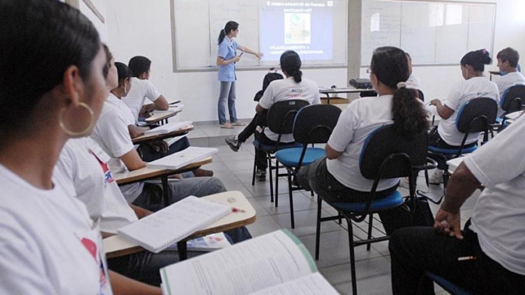 Giro Marília -SP investe R$ 30 milhões em higiene menstrual para alunas da rede estadual