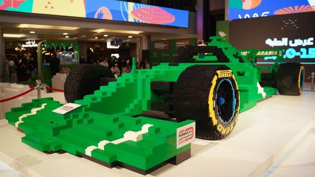 Giro Marília -O maior carro de F1 do mundo da Lego bate recorde com meio milhão de peças