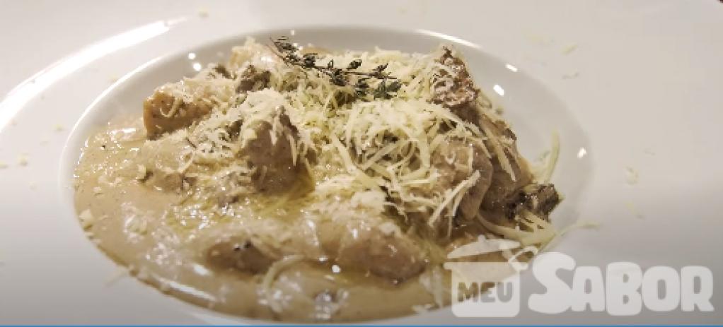 Giro Marília -Nhoque ao molho funghi acompanhado de um bom vinho seco! Você vai se apaixonar!