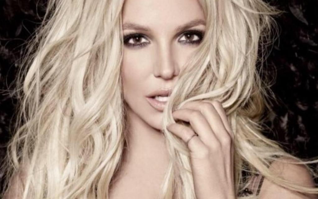 "Giro Marília -Britney Spears muda letra de ""Baby One More Time"" para alertar sobre Covid-19"